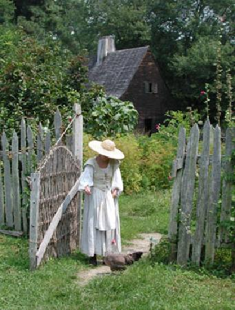 Saint Mary's City, MD: The Godiah Spray Tobacco Plantation, a living history exhibit at HSMC.
