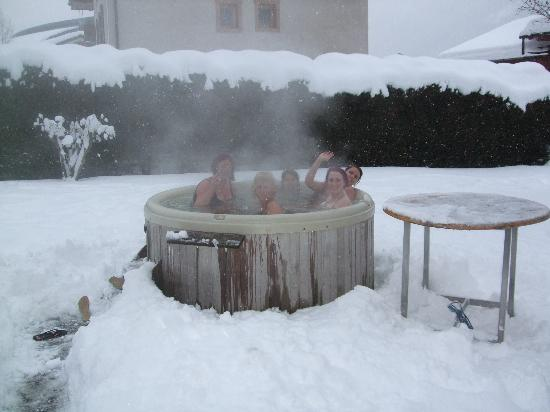 Chalet Blanche: Enjoying the hot tub