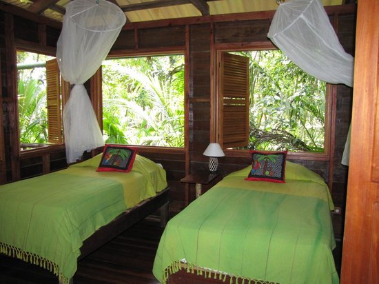 Casa Cayuco: jungle cabin sleeps 6