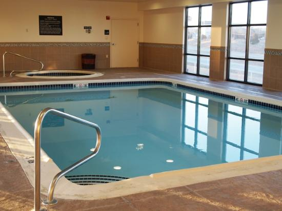 Hampton Inn Topeka: Pool