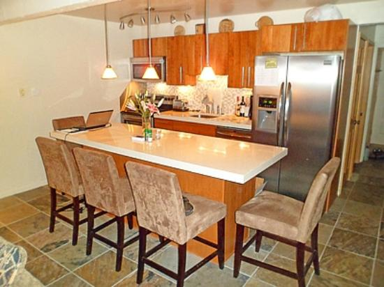 Lift One Condominiums: Kitchen/Dinning area
