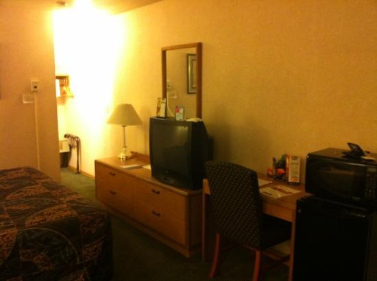 Travelodge Ambassador Strip Inn: tv
