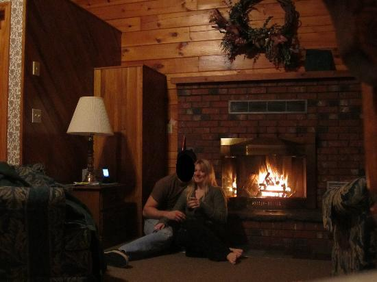 Fireplace so romantic picture of smoke hole caverns for Cabin fireplace pictures