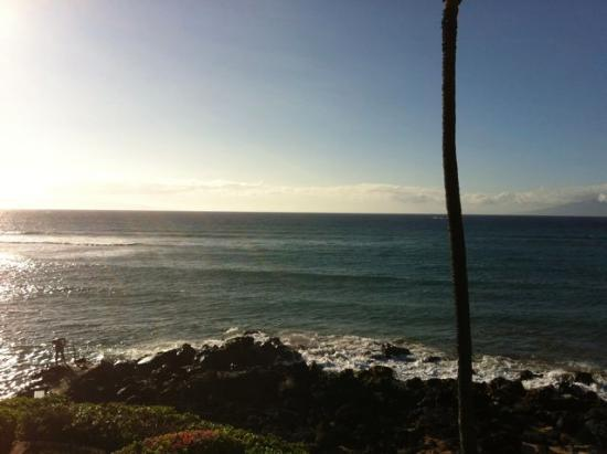 The Kuleana Resort: View staright out from the Lanai(deck) between Molokai and Lanai(island)