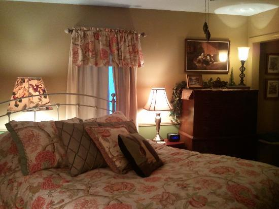 The Clarke House Bed &amp; Breakfast: Nellies Room