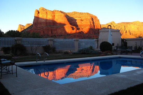 Canyon Villa Bed and Breakfast Inn of Sedona: Sunset in the pool