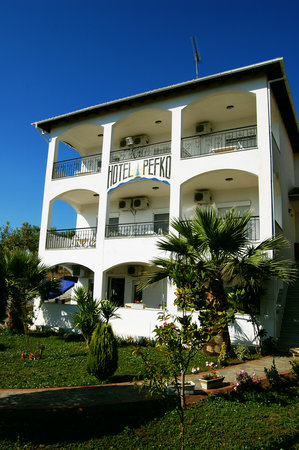 Photo of Hotel Pefko Neos Marmaras