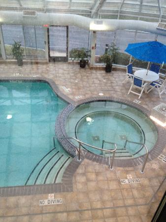 Holiday Inn Express Belleville: View from my room window of the pool and hottub.