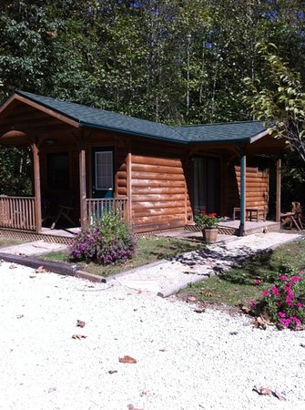 Cabins at Hobson Farm: cabin