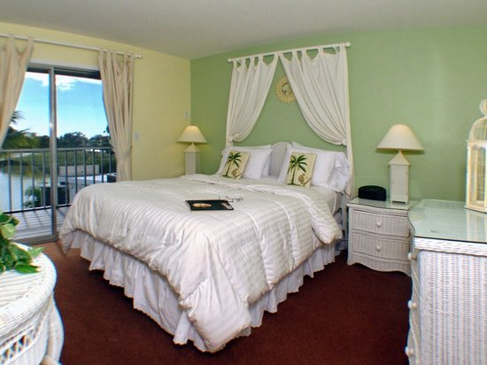 Marco Island Lakeside Inn: Lakeview 1-Bedroom Suite