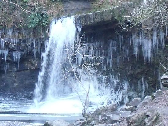 Castle Coaching Inn: Semi frozen waterfalls within the vicinity!
