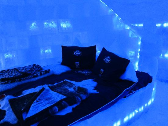Ice Hotel Romania: our room/bed