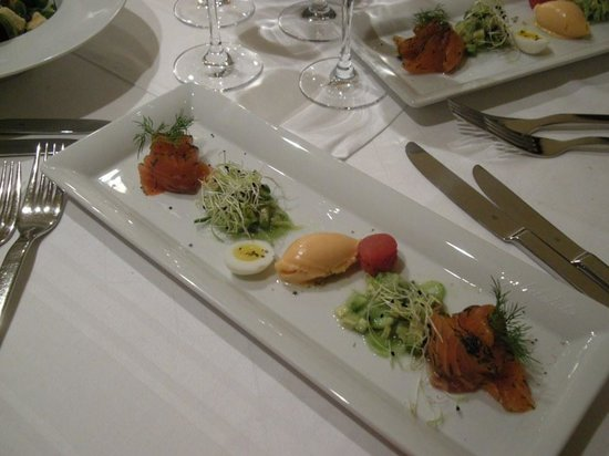 Hotel Restaurant Zirbelstube: Starter with lox and tomato ice cream