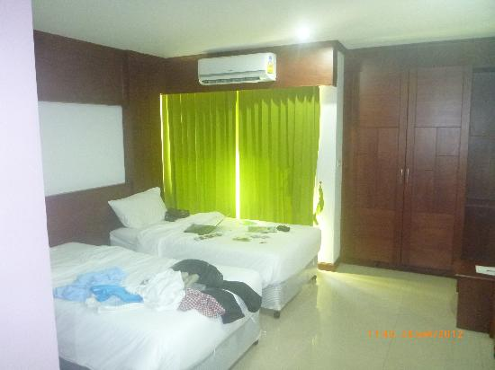 YK Patong Resort: room