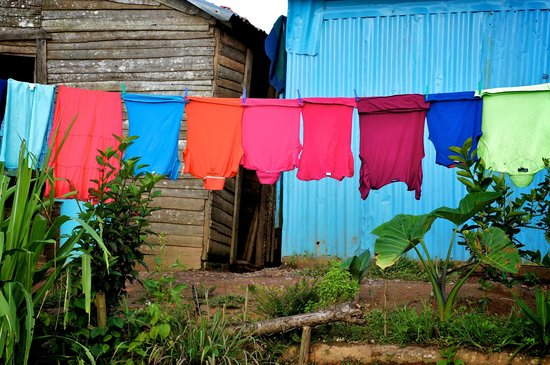 Bayahibe, République dominicaine : Laundry on the line outside El Seibo