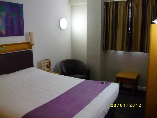 Premier Inn Edinburgh East: Bedroom