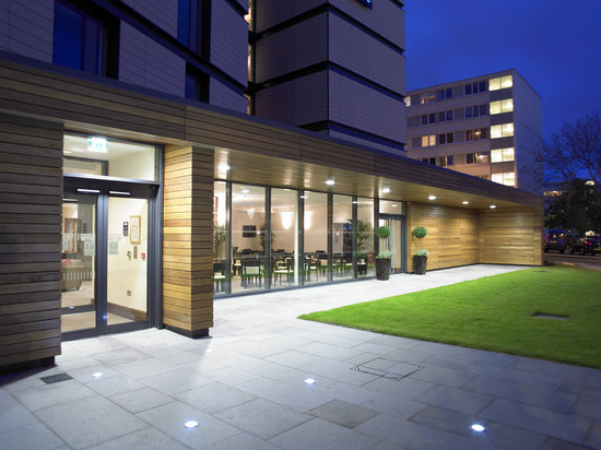 Staybridge Suites Newcastle: Staybridge Suites at Night