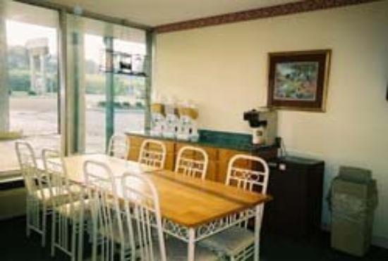 Knights Inn Somerset: Breakfast Area