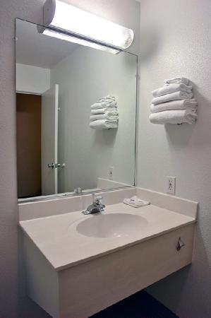 Motel 6 Tacoma - Fife: MBathroom