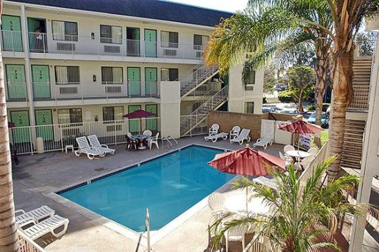 Motel 6 Buena Park: Outdoor Pool