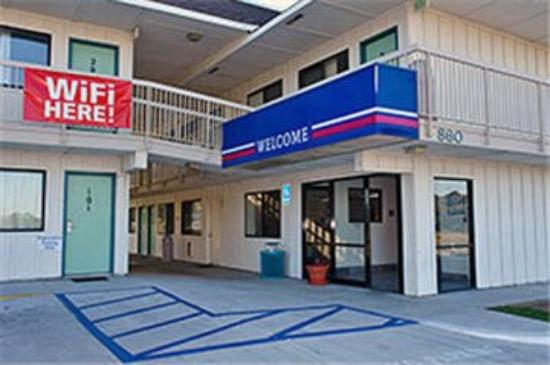 Motel 6 Pismo Beach : Front Entrance