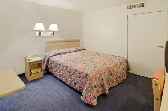 Americas Best Value Inn: Queen Standard