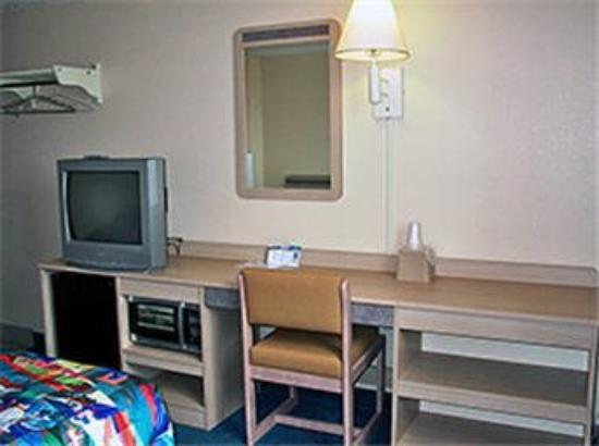 Motel 6 Jefferson City: Room Interior