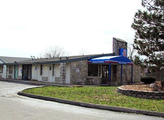 Motel 6 Benton Harbor: Exterior