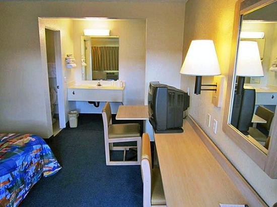 Motel 6 Riverside East: MSingle