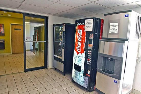 Motel 6 Winslow: Vending