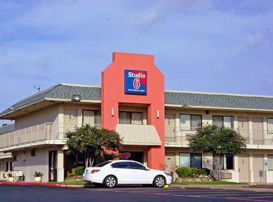 Motel 6 Dallas - Grand Prairie: Exterior