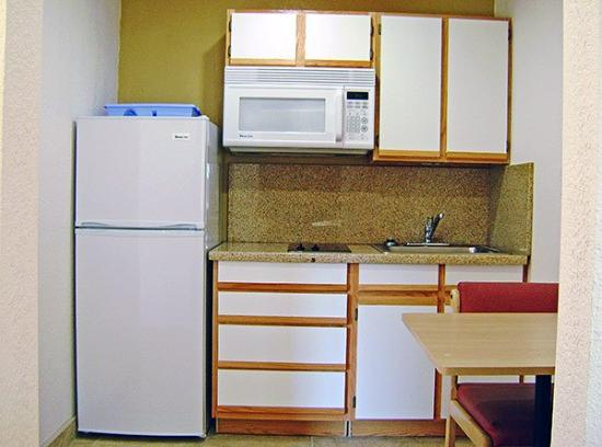 Motel 6 Dallas - Grand Prairie: Kitchen Area
