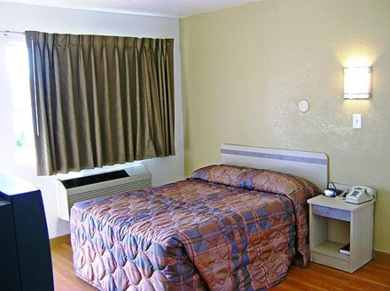 Motel 6 Dallas - Grand Prairie: Guest Room -King-