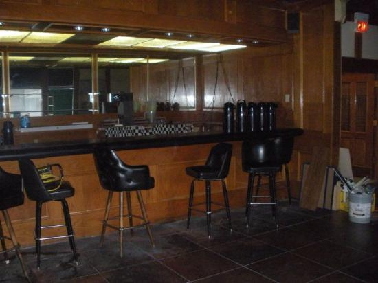 Regency Inn and Conference Center: Bar