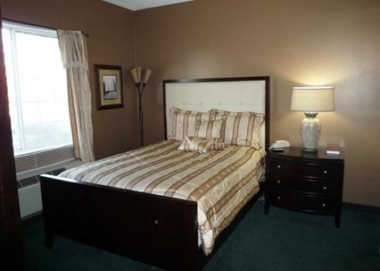 MainStay Suites: ESNQBedroom