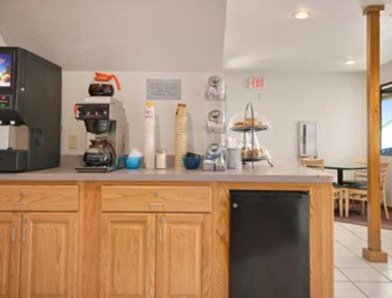 Maquoketa Inn and Suites: Breakfast Area
