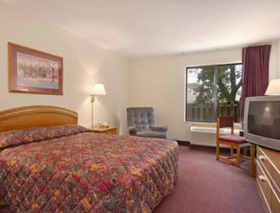 Maquoketa Inn and Suites: Standard Queen Bed Room