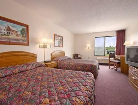 Maquoketa Inn and Suites: Standard Two Double Bed Room