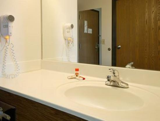 Superstition Inn and Suites: Bathroom