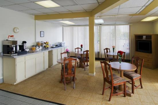 Americas Best Value Inn Douglasville: Breakfast Area