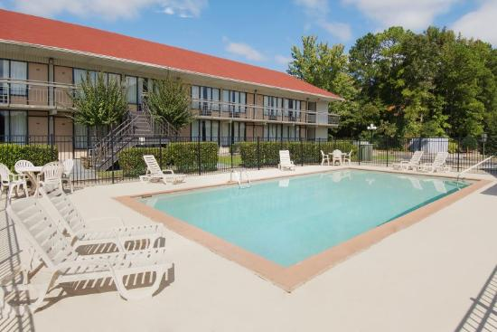 Americas Best Value Inn Douglasville: Pool