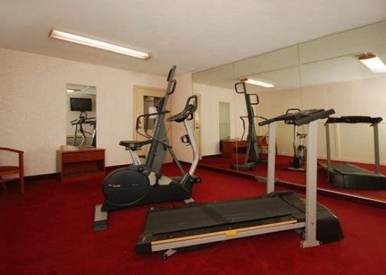 Quality Inn: Exercise Room