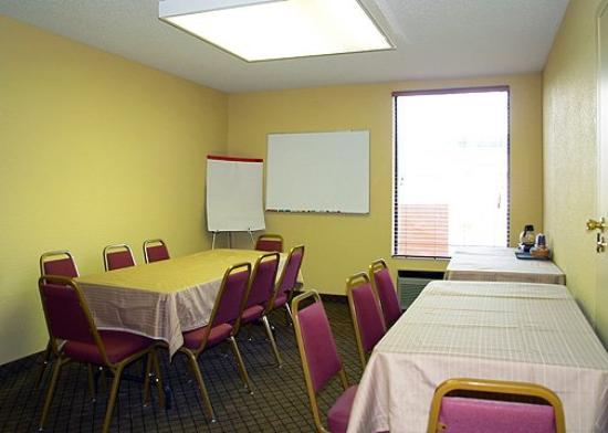MOQuality Inn Meeting Rooml