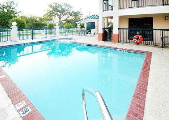 Quality Inn Ocean Springs: Pool