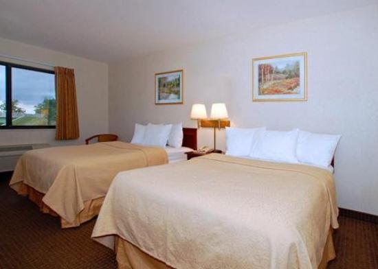 Quality Inn & Suites Batavia-Darien Lake: Guest Room