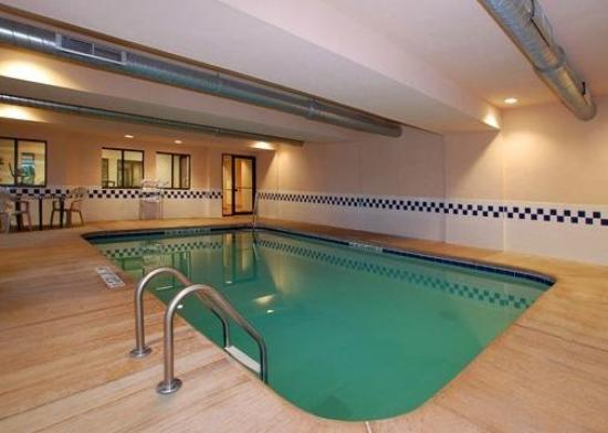 Quality Inn & Suites Batavia-Darien Lake: Pool