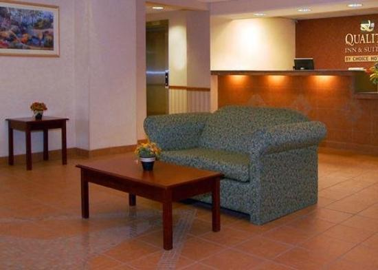 Quality Inn & Suites Batavia-Darien Lake: Lobby