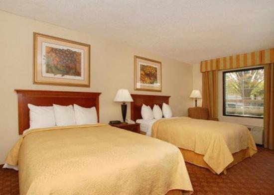 Quality Inn & Suites Hanes Mall: Guest Room