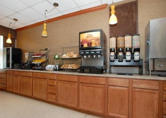 Quality Inn & Suites Hanes Mall: Restaurant