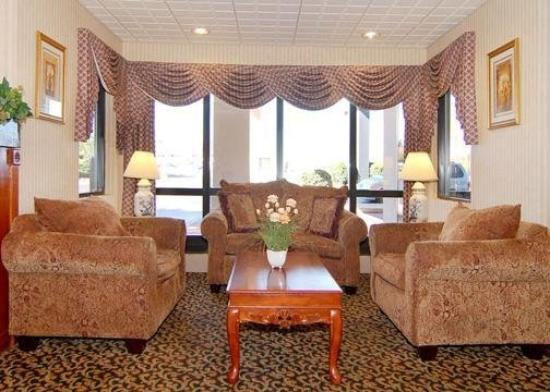 Quality Inn Goodlettsville: Lobby